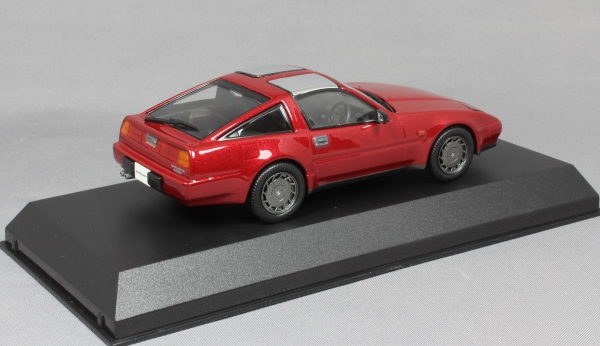 Nissan Fairlady Z 300ZR Z31 in Red Pearl