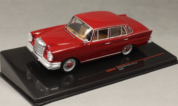 Mercedes-Benz 220 SE (W111) in Dark red 1959