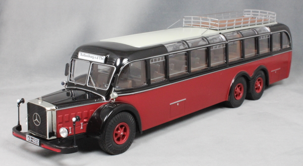 Mercedes-Benz O 10000 Coach in Dark Red and Black