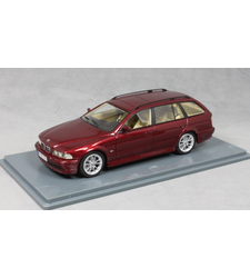 BMW 520i Touring in Dark Red Metallic 2002